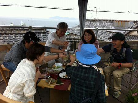 男木島でビーチクリンアップ。で、新鮮なサワラを食べる!